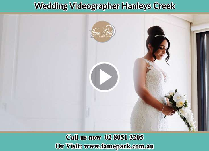 The Bride holding a bouquet of flowers Hanleys Creek NSW 2420